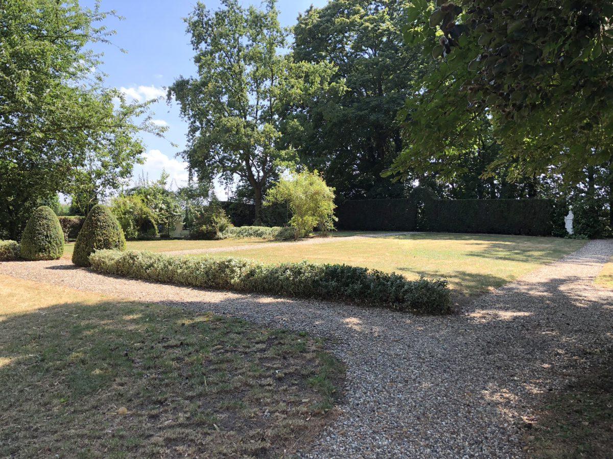Le parc de 1,5 hectare arboré avec des arbres centenaires