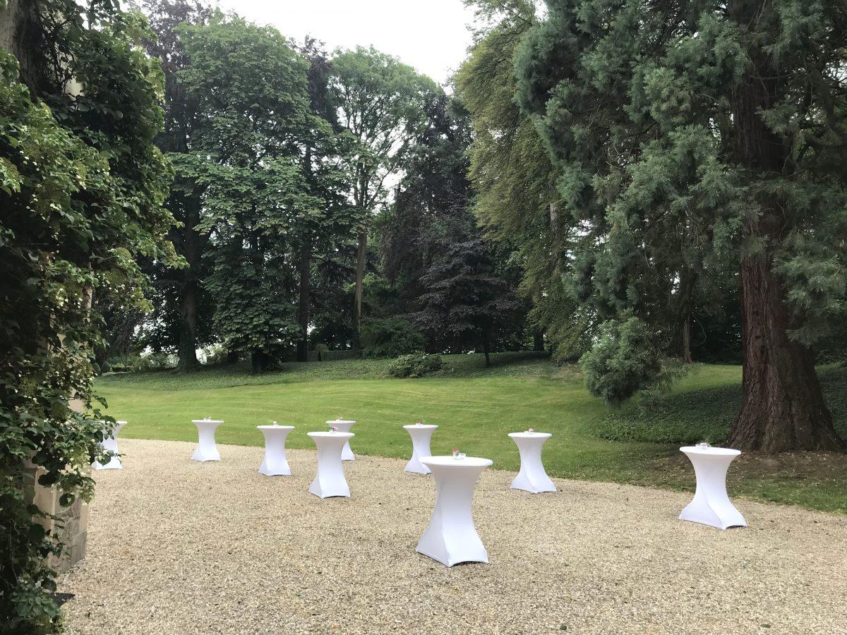 Le château met à disposition gratuitement des tables et des chaises